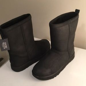 New Ugg Classic Leather Waterproof boots Sz 10 ❤️